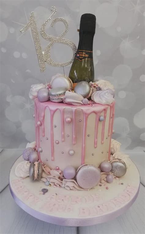 pink drip cake with Macarons and prosecco | 40th birthday