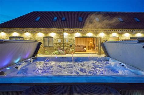 Hen Houses with Hot Tubs self catering cottage for hen