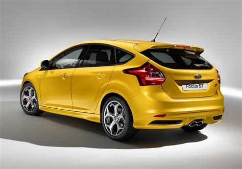 2012 Ford Focus ST Unveiled, Gets Wagon Version